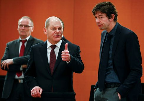 """German Finance Minister Olaf Scholz and virologist Christian Drosten (in March 2020): """"I'm afraid that it will be more like in Spain."""""""