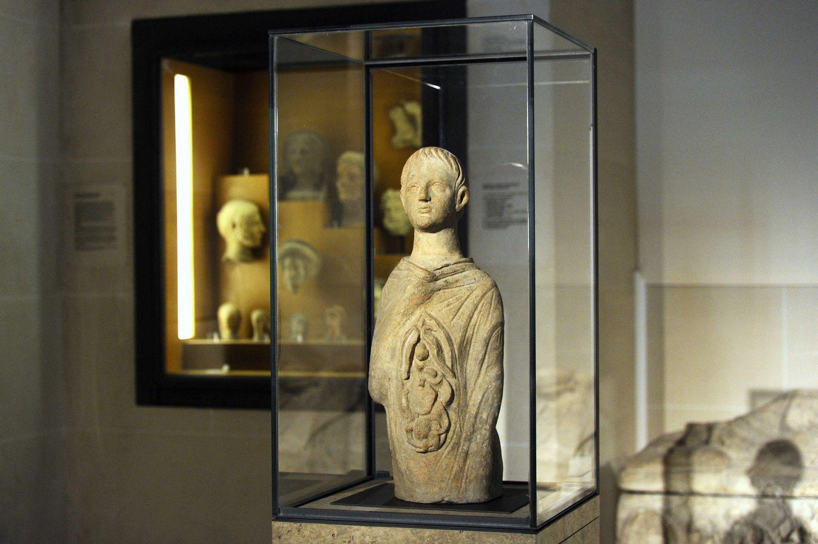 Louvre / Innereien-Statue