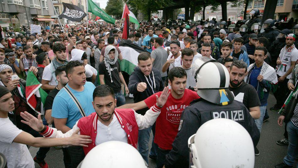 Palästinenser und Sympathisanten demonstrieren in Berlin: Wütende Parolen