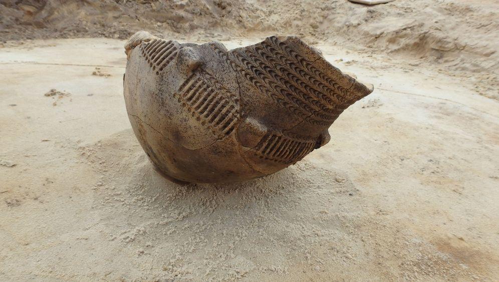 Niederlande: Requisiten aus den Steinzeitgräbern