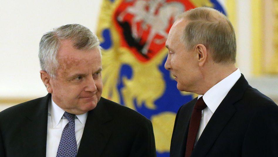 Im vergangenen Jahr sprach der US-Botschafter John Sullivan bereits mit Russlands Präsident Putin – nun wurde er »zu einem schwierigen Gespräch« ins Moskauer Außenministerium einbestellt