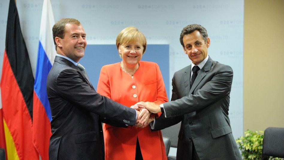 Merkel mit Medwedew (li.) und Sarkozy: Und alle haben sich wieder lieb