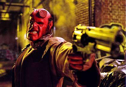 Monsterjäger Hellboy (Ron Perlman): Muskeln wie Magma