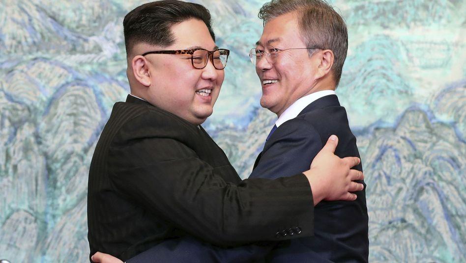 Kim (l.) und Moon im April 2018