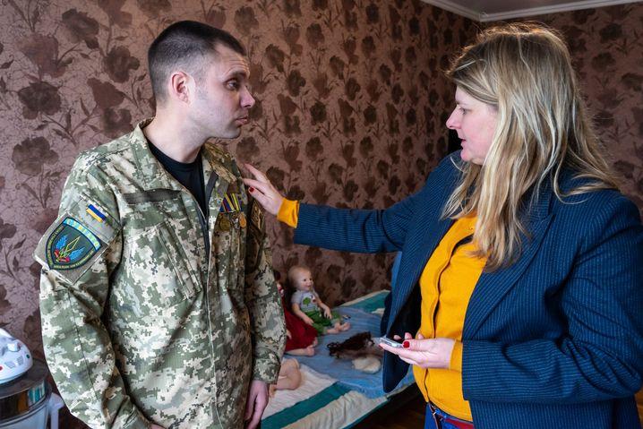 Serhij mit SPIEGEL-ONLINE-Korrespondentin Christina Hebel