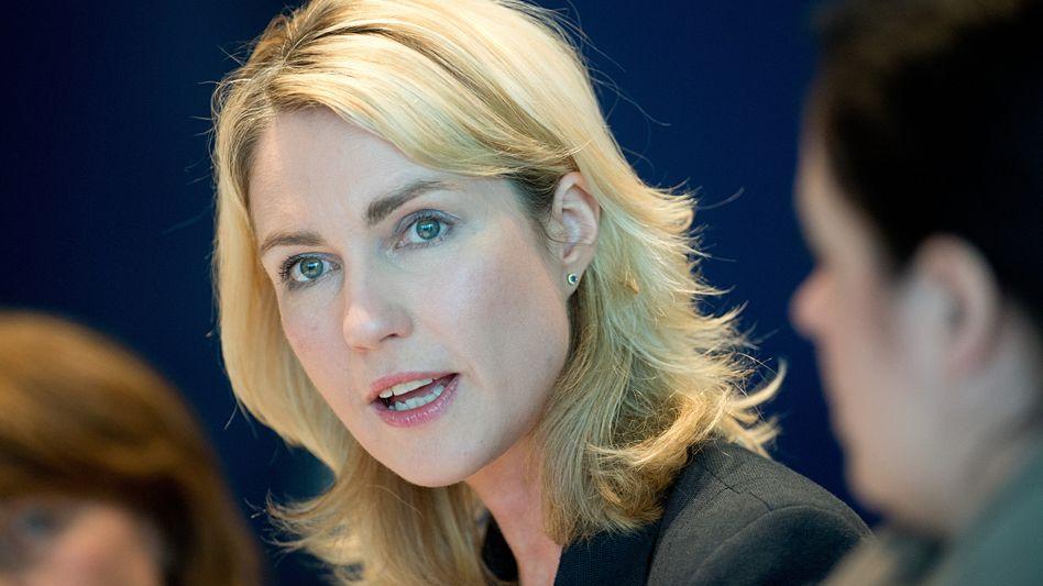 Bundesfamilienministerin Manuela Schwesig (SPD): Ihre Behörde wird wegen Diskriminierung verklagt