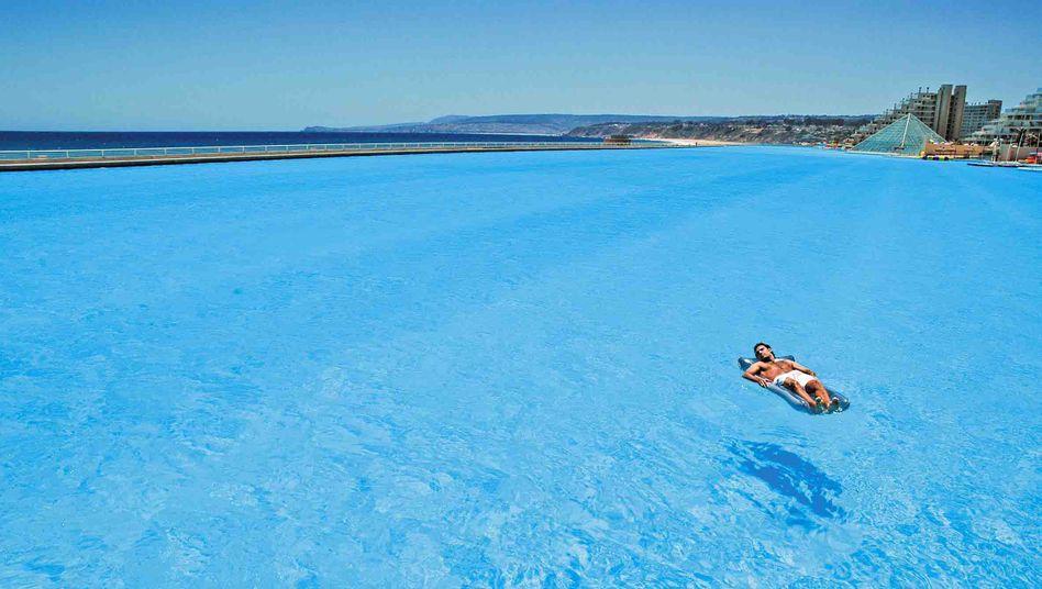 Riesiger Swimmingpool eines Resorts westlich von Santiago: Vor allem die wirtschaftliche Elite lebt in einer Blase – und hat kaum Ahnung von der Realität der Durchschnittsbürger Chiles