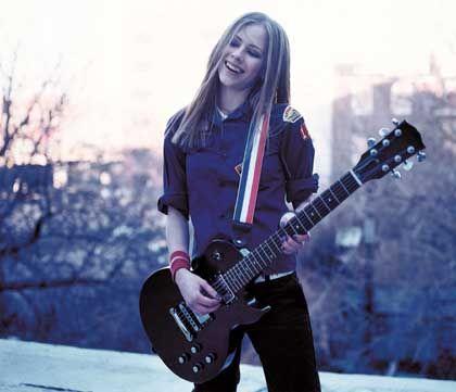 """Avril Lavigne mit ihrer Gitarre: """"Ich kann das Ding sogar spielen"""""""