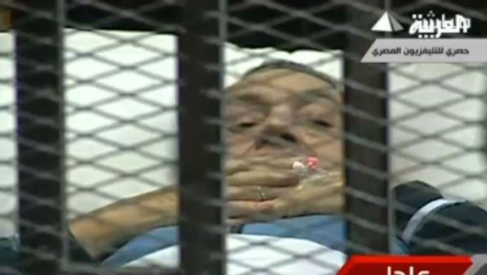 Al-Arabija-TV-Bild von Mubarak vor Gericht: Prozess im Käfig