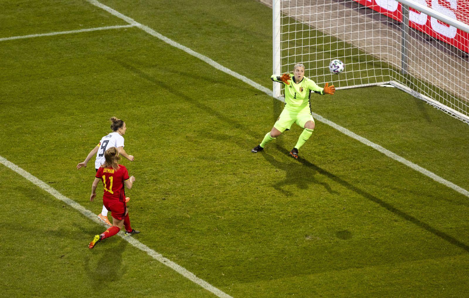 Tor zum 1:0 Svenja Huth (DFB) gegen TW Justin Odeurs (Belgien) Deutschland - Belgien Aachen, 21.02.2021, Damen, Fussbal