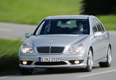 Bei 250 km/h ist Schluss - auch wenn der Tacho bis 300 geht: Der neue Mercedes-Benz C 32 AMG