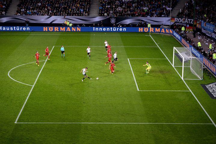 Thomas Müller erzielt das 1:0 (13. Minute)