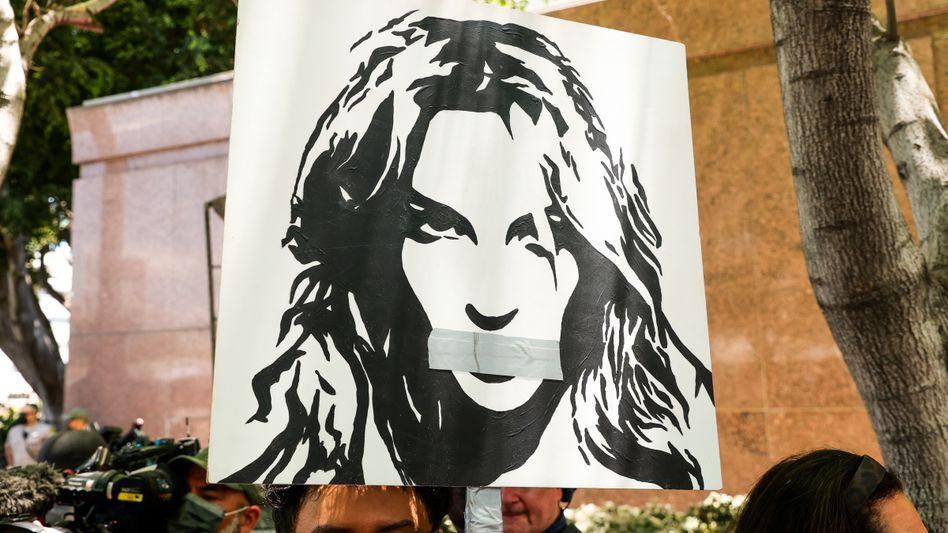 »Free Britney«-Aktivisten in Los Angeles: Anwalt und Manager wollen sich zurückziehen