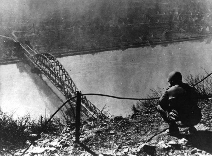 Undatiertes Foto der Brücke von Remagen