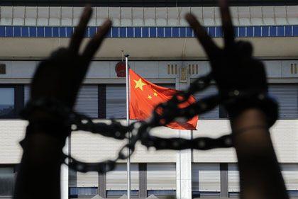 """Anti-China-Protest (im August in Peking): """"Jeder kann auf seine Weise ein Zeichen setzen"""""""