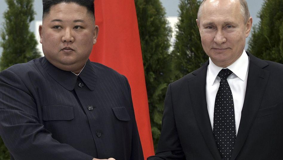 Kim Jong Un Und Wladimir Putin Unterkuhlt In Wladiwostok Der Spiegel