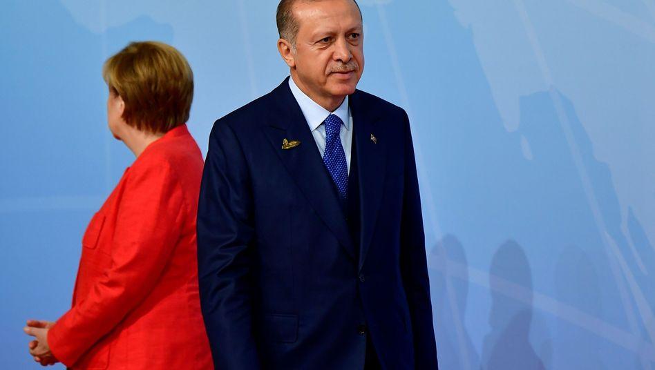 """Kanzlerin Merkel, Präsident Erdogan (im Juli): """"Rassistische Rhetorik"""""""