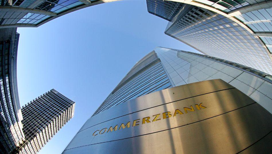 Commerzbank-Zentrale in Frankfurt am Main: Dutzende Investmentbanker wollen Boni