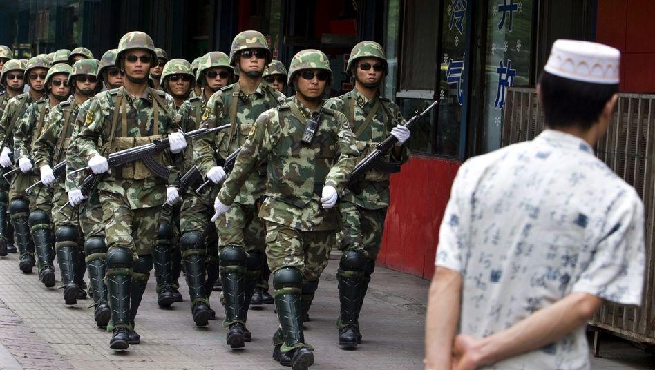 Chinesische Soldaten in Xinjiang
