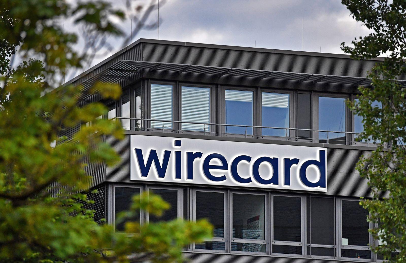 Abendstimmung am Sitz der wirecard AG in Aschheim Dornach. wirecard Logo, Firmenemblem,Schriftzug ,Gebaeude, Fassade,Sit