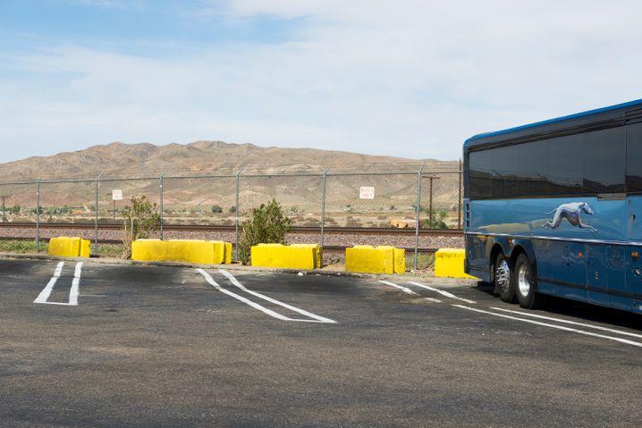 Greyhound-Bus an einer Raststation