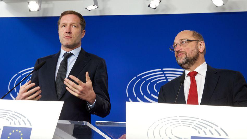 Paul Magnette, wallonischer Regierungschef, mit EU-Parlamentspräsident Martin Schulz bei einer Pressekonferenz zu Ceta