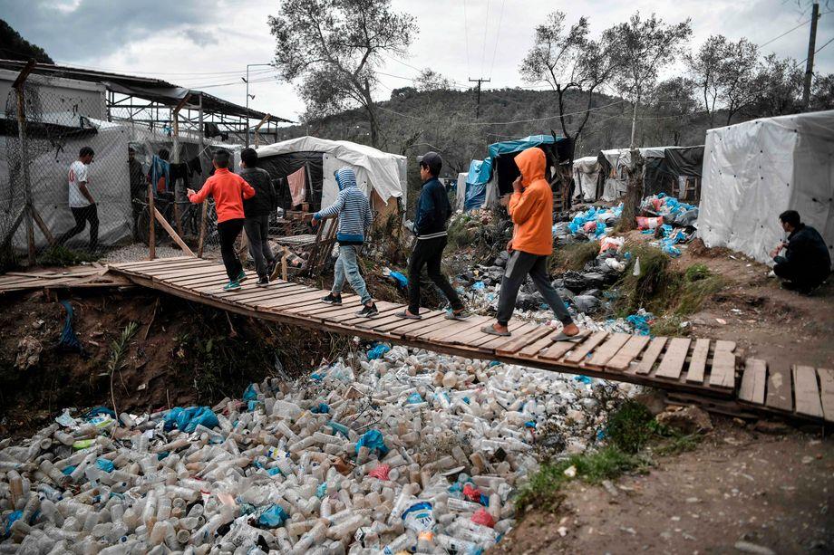 Viele Kinder und Jugendliche leben ohne Angehörige im Camp