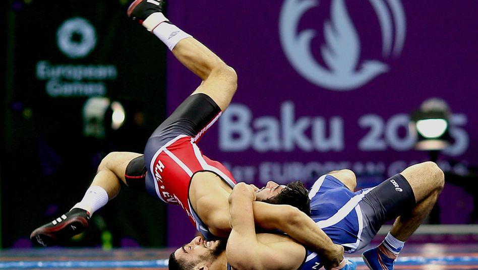 Ringer in Baku: Neun Stunden täglich im TV