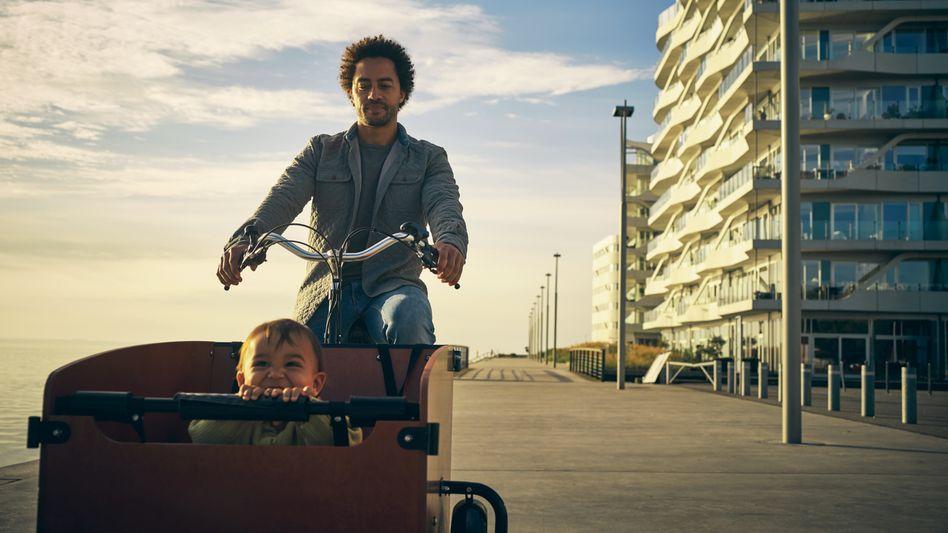 Kind im Lastenrad: Es gibt kaum rechtliche Sicherheitsvorgaben