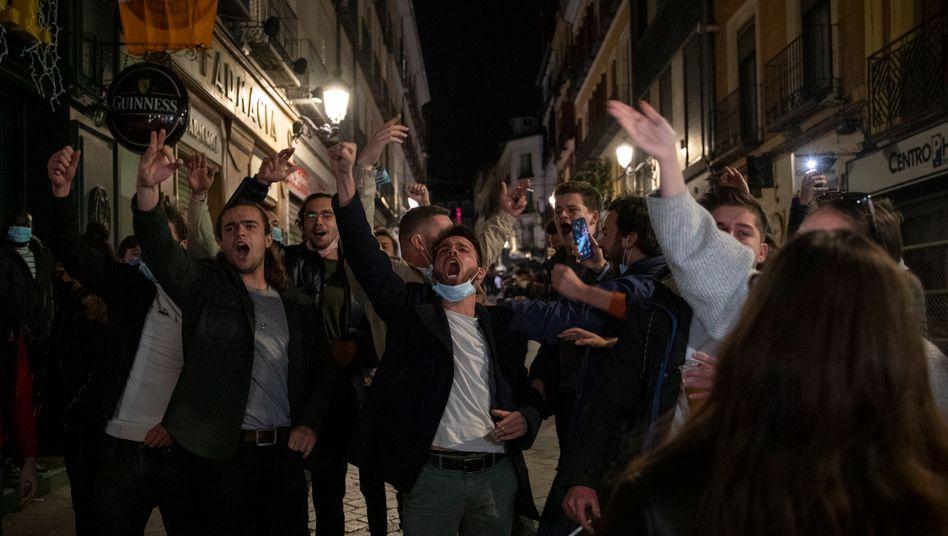 Feiernde Touristen in Madrid: Oase der Freiheit