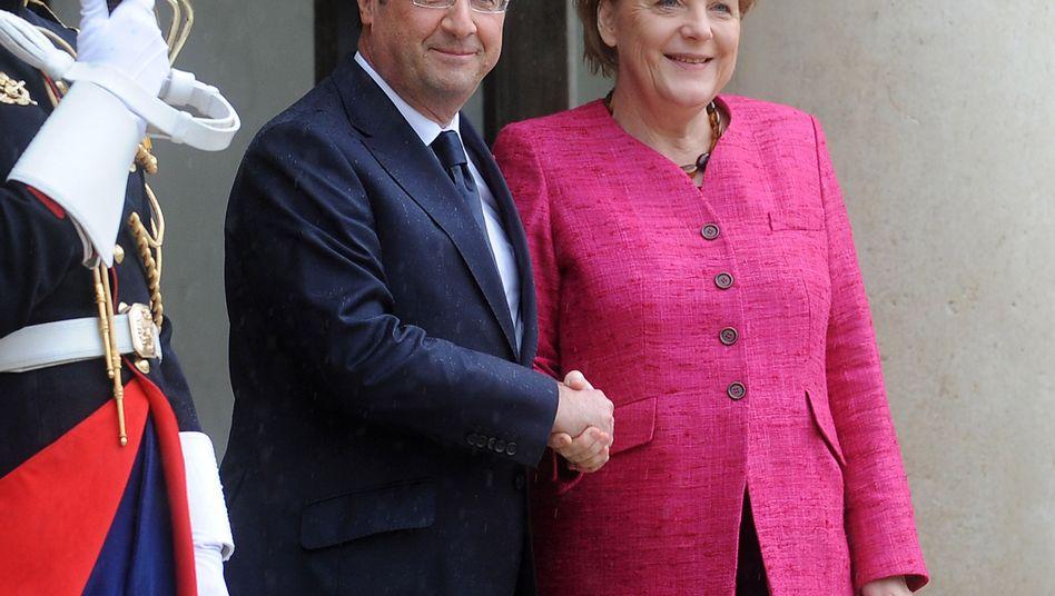 Merkel-Besuch in Paris: Hollande auf Schmusekurs