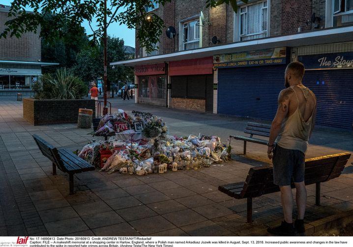 Gedenkstelle für getöteten Polen in Harlow 2016: Wut gegen das Migrationssystem