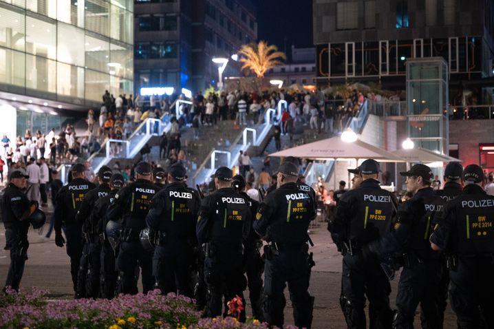 Polizisten am Stuttgarter Schlossplatz