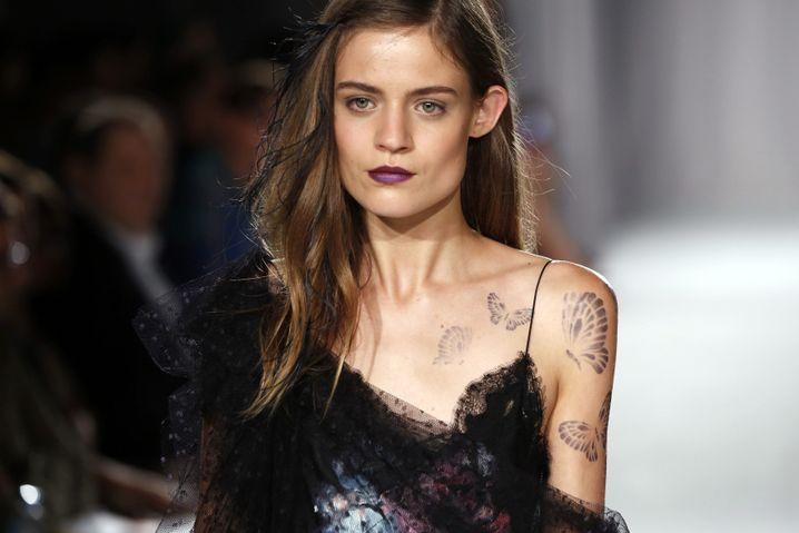Lingerie wird salonfähig: Model bei Marchesa