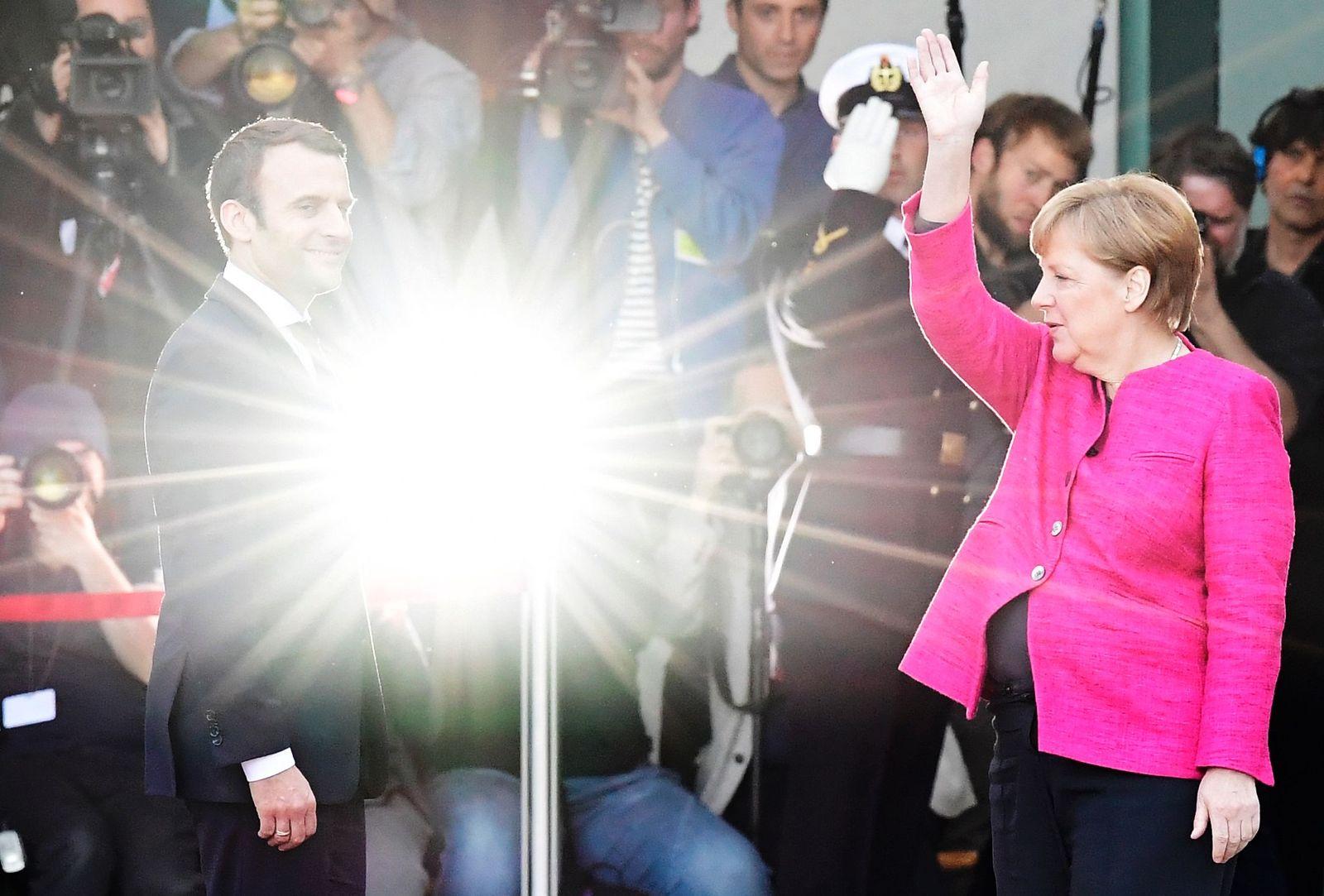 SYMBOLBILD Europa/ Merkel/ Macron