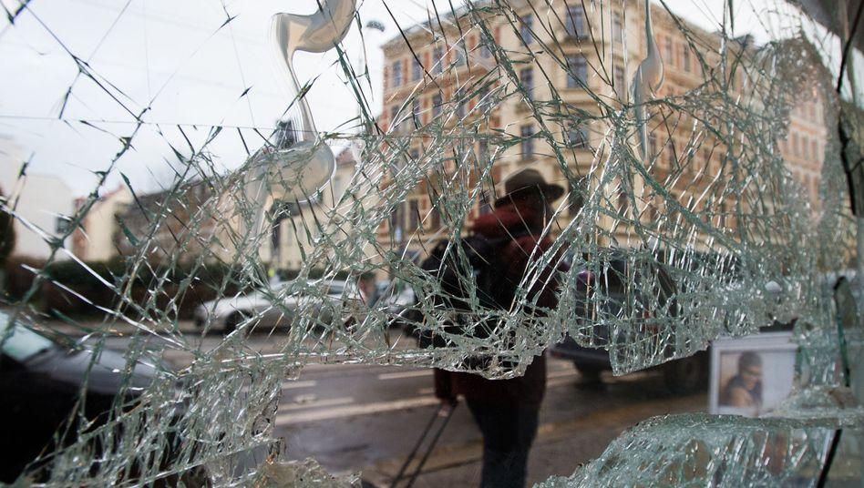 Zerschlagene Fensterscheiben: Leipzig am Tag nach den Hooligan-Ausschreitungen