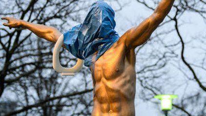 Die Zlatan-Statue steht seit Anfang Oktober in Malmö: Die Klobrille ist neu