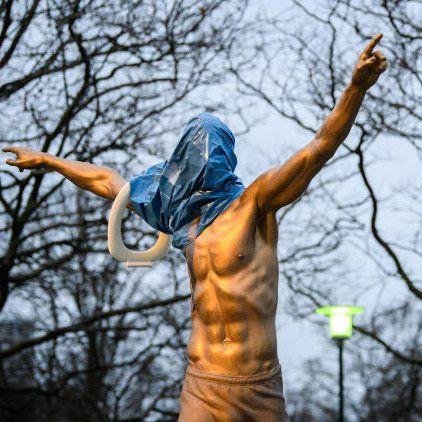 EINMALIGE VERWENDUNG Ibrahimovic Statue