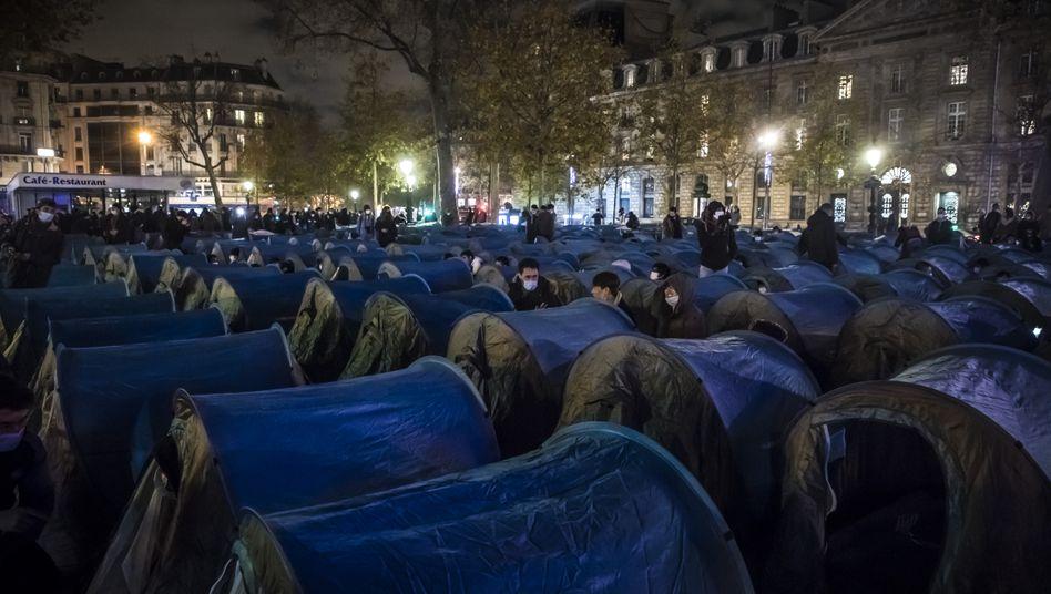 Flüchtlingslager auf dem Place de la République vor der Räumung