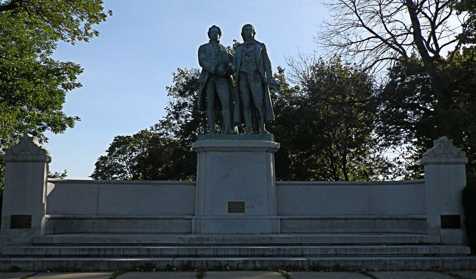 C_Goethe-Schiller Monument (2)