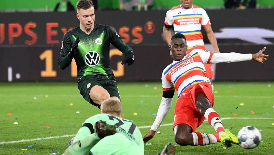Sieg über Mainz 05: Wolfsburg schießt sich mit vier Toren an Schalke heran