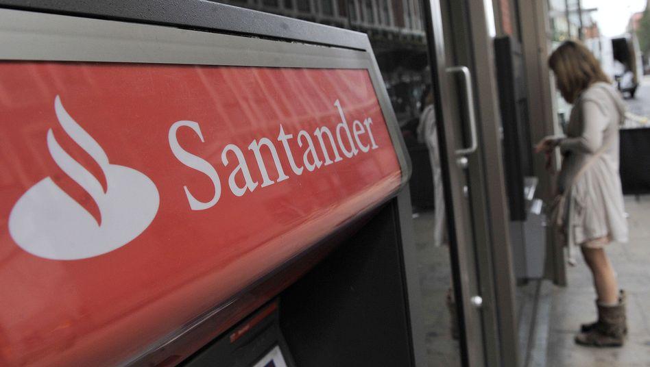 Logo von Santander an einer Filiale in London: Ist rot gleich rot?