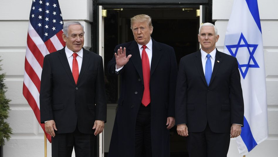 Benjamin Netanyahu, Donald Trump und Mike Pence in Washington