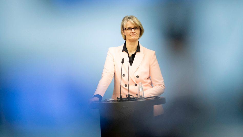 """Anja Karliczek bei einem Pressetermin im April: """"Nicht noch mehr Zeit verlieren"""""""