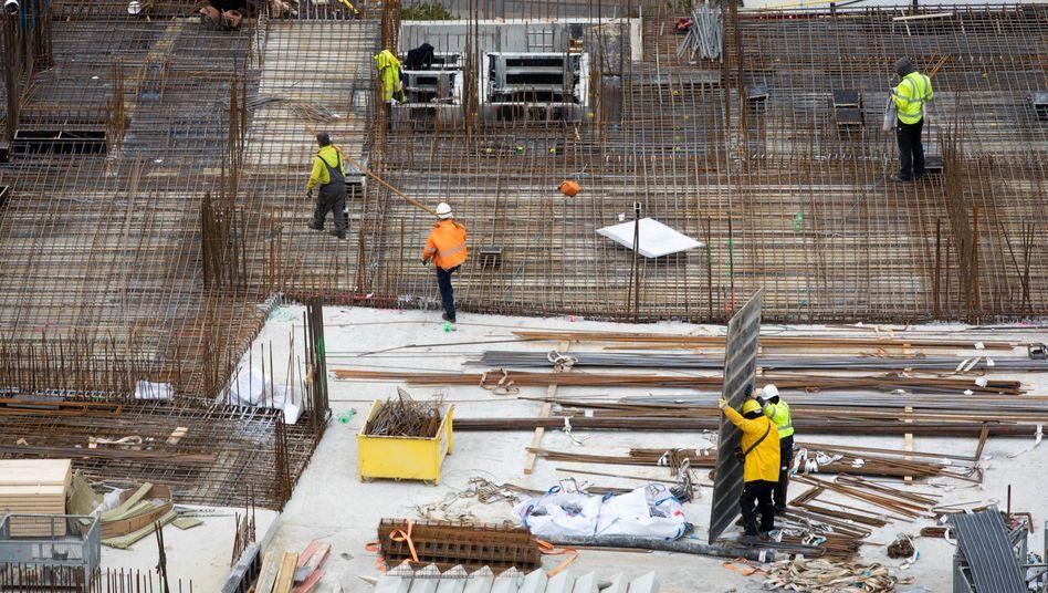 Bauarbeiter auf einer Baustelle in Hamburg (Symbolbild)