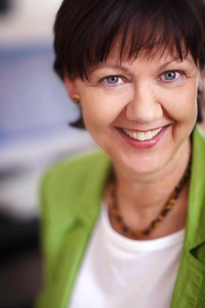 Margret Beisheim, 60, hat gerade einen neuen Arbeitsvertrag unterschrieben