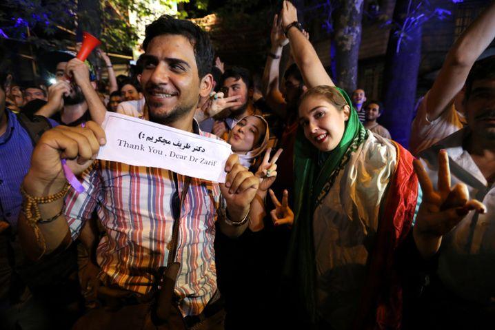 """Feiernde in Teheran (im Juli 2015): """"Nicht mehr von der Welt isoliert"""""""