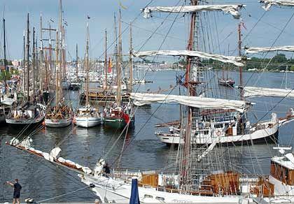 Im Hafen lagen hunderte Rahsegler, Galeassen, Barkentinen, Schoner und Sportboote