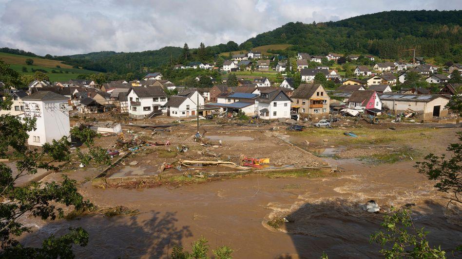 Überflutete Gemeinde Schuld am Tag nach dem Hochwasser: Im Kreis Ahrweiler gab es 138 Todesopfer