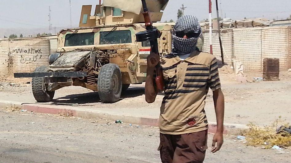 Isis-Kämpfer im Irak (Archivbild): Vormarsch geht unvermindert weiter